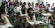 Hebat Siswa Siswi Jepang Menggunakan Teknologi Canggih Untuk Menyontek Banner