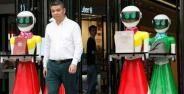 Orang Kaya Belanja Dikawal Robot
