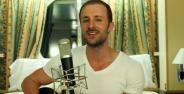 Bule Nyanyi Lagu Bahasa Jawa