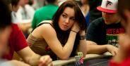 Wanita Cantik Pemain Poker Banner