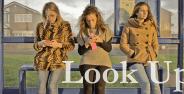 Ini Yang Akan Terjadi Jika Kamu Berhenti Menunduk Melihat Smartphone