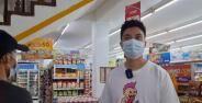 Baim Wong Bayar Belanjaan Pengunjung Mini Market A5acd Ea07c
