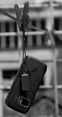 4 Cara Mengatasi Handphone Yang Terkena Air 3