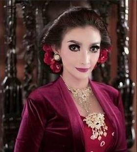 Roro Fitria Artis Indonesia Yang Punya Indra Keenam 62f6a