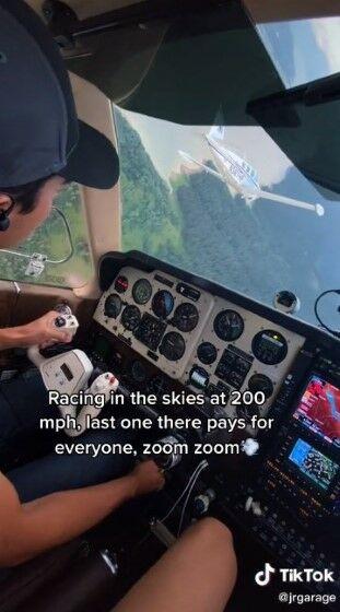 Perumahan Dengan Pesawat Pribadi 2618d