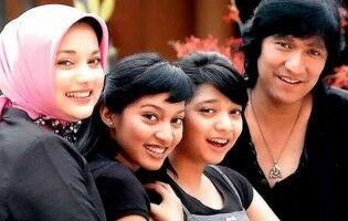 Anak Artis Indonesia Yang Dihujat Karena Ulah Ibu Mereka Anak Marissa Haque 87d6d