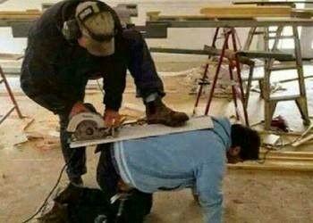 Foto Teknisi Hiraukan Keselamatan 1