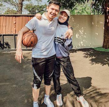 Pasangan Artis Indonesia Yang Beda Agama 18ed2