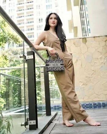 Sandra Dewi 9de1e