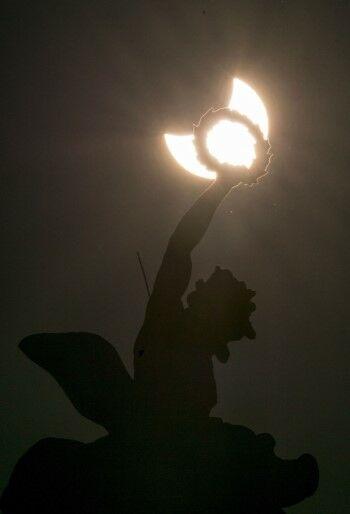 Foto Gerhana Matahari Sebagian Af211