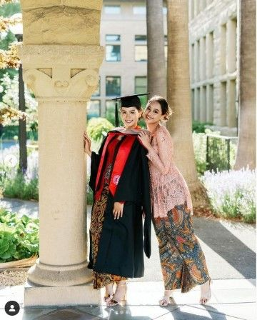 Potret Kelulusan S2 Maudy Ayunda Di Stanford University 2c567