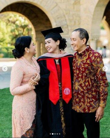 Momen Kelulusan Maudy Ayunda Di Stanford University B7174