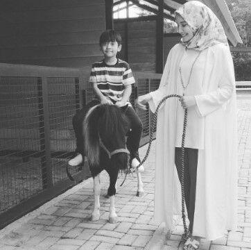 Artis Indonesia Yang Adopsi Anak Sebelum Menikah Custom B3667