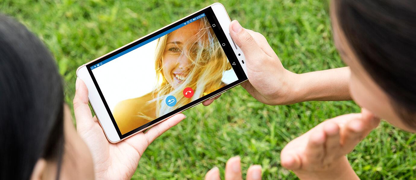 5 Keunggulan Lenovo PHAB Plus, Smartphone Berkemampuan Tablet Canggih