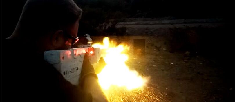 KEREN, Senapan Plasma Ini Menembakkan Peluru Menggunakan Magnet!