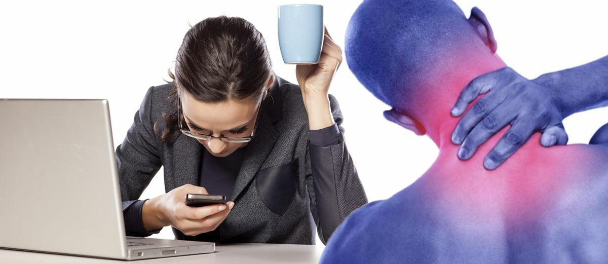 BAHAYA! Terlalu Lama Menggunakan Smartphone Bisa Menyebabkan Kebungkukan