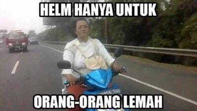 Meme Ibu Ibu Naik Motor 10