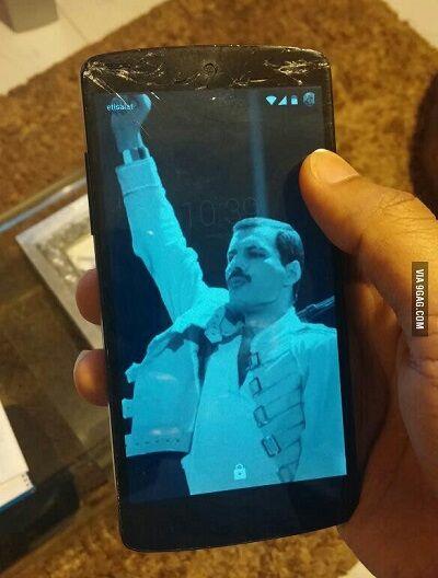 Layar Smartphone Retak 10