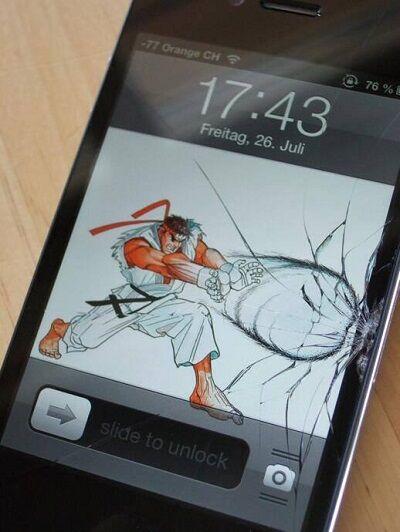 Layar Smartphone Retak 19