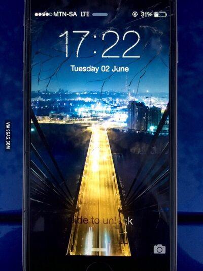 Layar Smartphone Retak 11