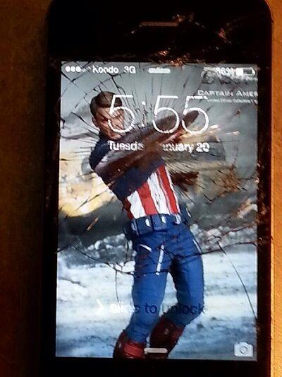 Layar Smartphone Retak 27