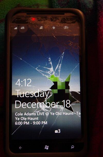 Layar Smartphone Retak 25