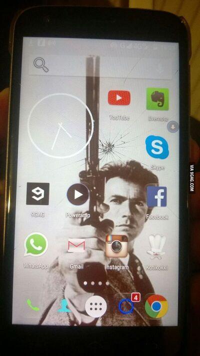 Layar Smartphone Retak 7
