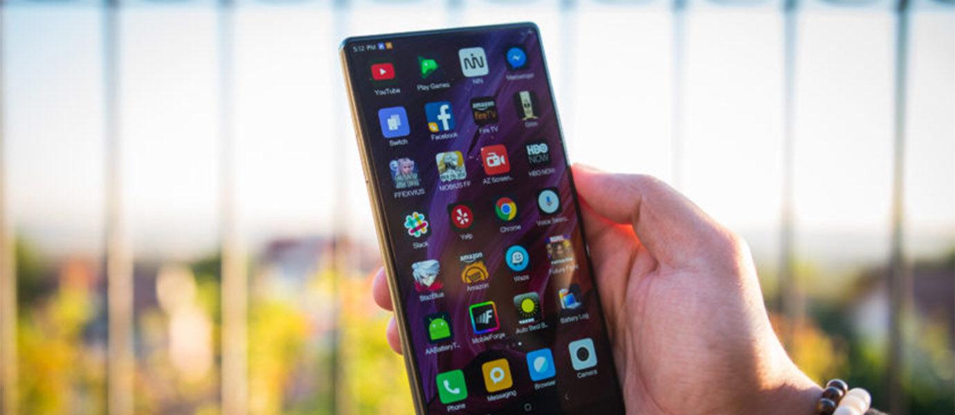 5 Smartphone Bezel-less yang Wajib Kamu Tunggu di 2017