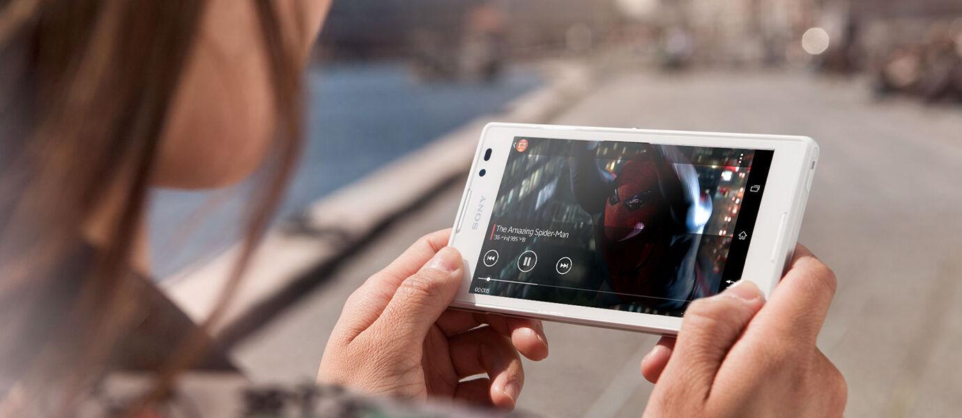 5 Smartphone Canggih Ini Bisa Bikin Kamu Ngerasa Nonton Film Di Bioskop