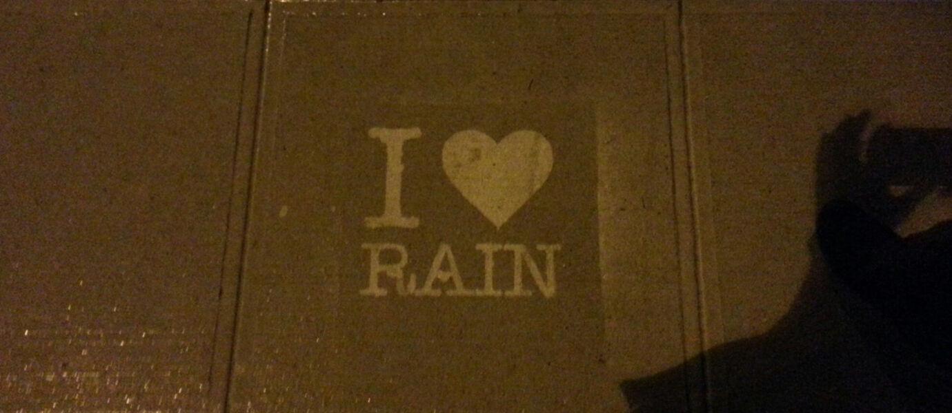 Inilah Karya Seni yang Hanya Bisa Dilihat Saat Hujan