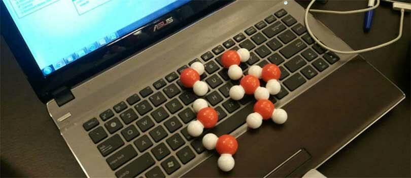 7 Hal yang Melintas di Pikiran Kamu Saat Keyboard Laptop Kesiram Air