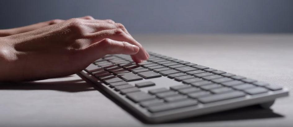 Microsoft Modern Keyboard, Sulap Tablet dan Smartphone Jadi Laptop!