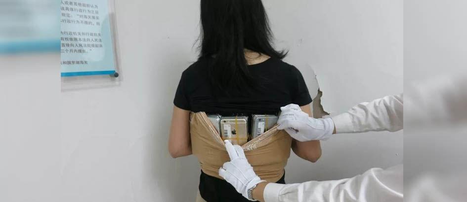 Selundupkan 100 Lebih iPhone di Tubuhnya, Wanita Asal Cina Ini Diciduk Polisi!