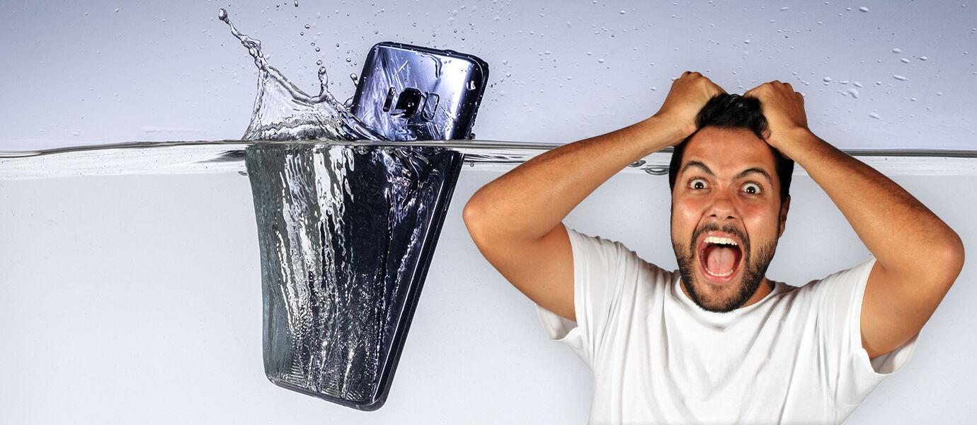 Jangan Panik Saat Smartphone Kena Air, Ini Solusinya!