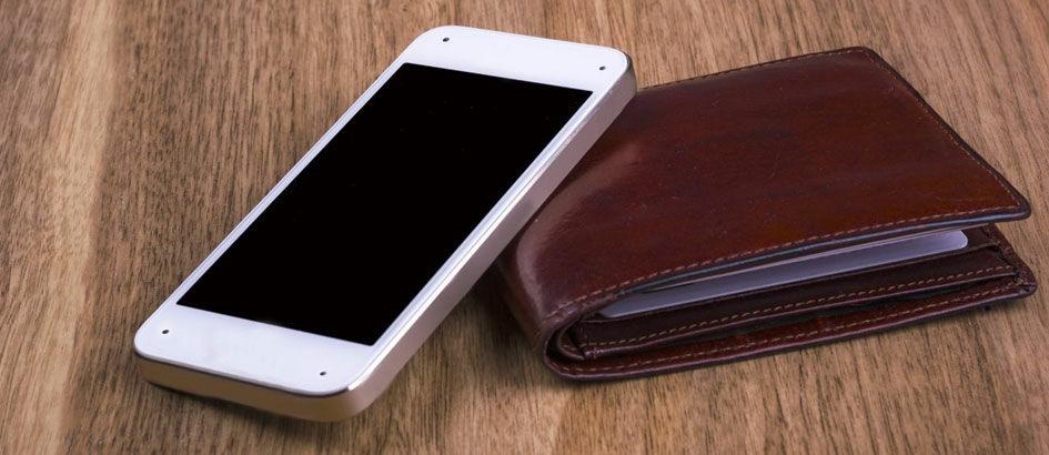 Pilih Mana, Ketinggalan Dompet atau Smartphone?