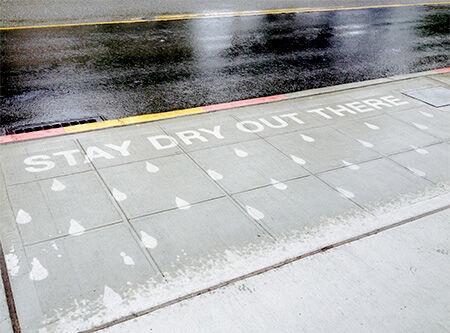 Inilah Karya Seni Yang Hanya Bisa Dilihat Saat Hujan Turun 10