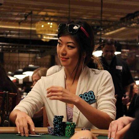 Wanita Cantik Pemain Poker 2