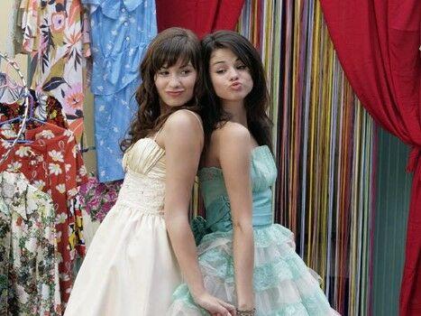 Hal Dan Fakta Gila Mengenai Kehidupan Aktor Cilik Dunia Selena Gomez Dan Demi Lovato Custom 0326c