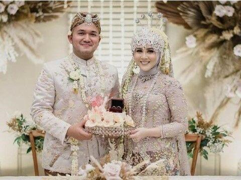 Artis Menikah Pakai Baju Adat Sunda 6df3f