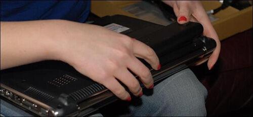 Mencabut Baterai Laptop 2