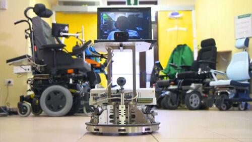 Orang Ini Dapat Mengendalikan Robot Melalui Pikiran 3