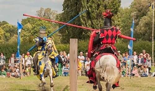 Hever Castle Attractions Jousting In Actionp 2 1020x599 5057d