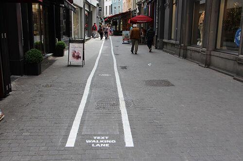 Text Walking Lane 1