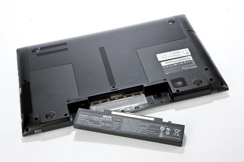 Mencabut Baterai Laptop 1