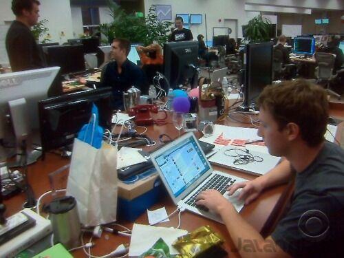 25 Foto Ruang Kerja Tokoh Tokoh Terkenal Di Dunia 7
