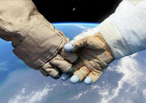 Cosmonaut And Astronaut Shaking Hands Detlev Van Ravenswaay 2e065