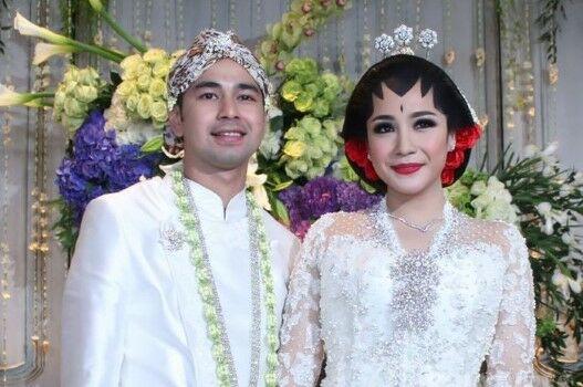 Pernikahan Artis Indonesia Paling Sederhana Eb4d7