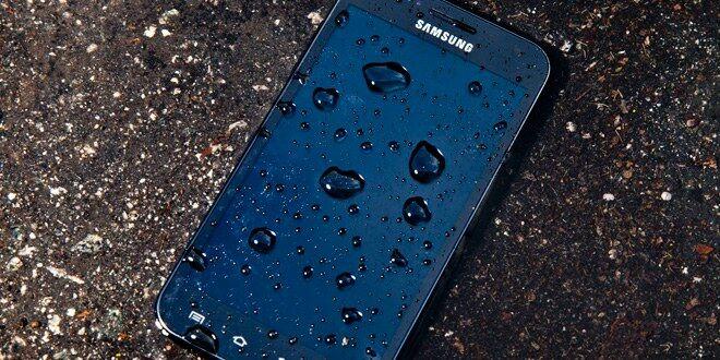 Smartphone di Tempat Basah