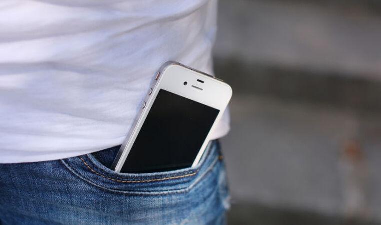 Smartphone di Saku Celana