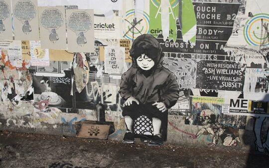 Graffiti Sindir Pengguna Internet 11